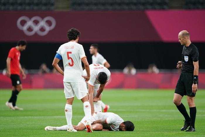 Olympic Ai Cập chơi thô bạo, Olympic Tây Ban Nha mất 2 trụ cột - Ảnh 13.