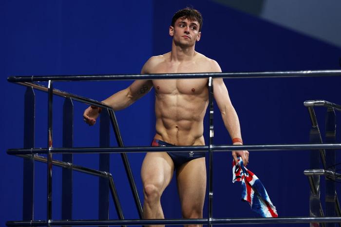 Nam thần khiến các fan ối giời ơi khi cởi áo tập luyện tại Olympic: Cơ bụng đỉnh cao chẳng kém gì Ronaldo - ảnh 1