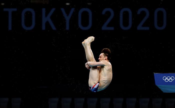 Nam thần khiến các fan ối giời ơi khi cởi áo tập luyện tại Olympic: Cơ bụng đỉnh cao chẳng kém gì Ronaldo - ảnh 6