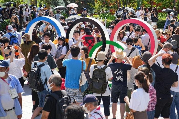Phản đối Olympic 2020, dân Nhật biểu tình ngay khi đang diễn ra lễ khai mạc - Ảnh 2.