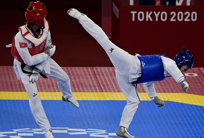 """Trương Thị Kim Tuyền """"lấy nhu thắng cương"""" đả bại đại diện Canada trận ra quân Taekwondo Olympic Tokyo 2020 - Ảnh 1."""