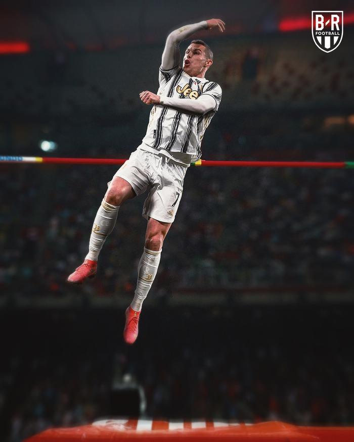 Khi các siêu sao bóng đá dự Olympic: Ronaldo nhảy cao, Mbappe điền kinh, Kante đua xe đạp, Bale đánh golf, Ibrahimovic Taekwondo, Suarez bóng chuyền, Van Persie nhảy cầu... - Ảnh 2.