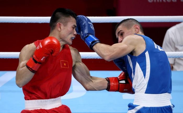 Ảnh: Nguyễn Văn Đương vượt qua đối thủ mạnh, giúp boxing Việt Nam có chiến thắng lịch sử sau 33 năm - Ảnh 4.