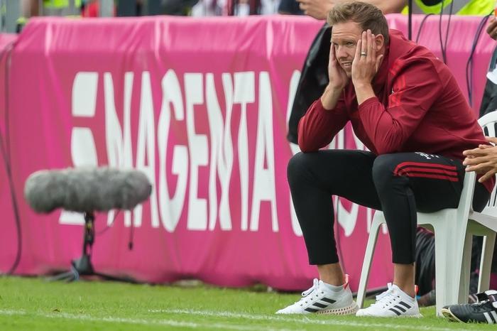 Tân HLV trưởng Bayern Munich bị cổ động viên đội nhà xúc phạm nặng nề - Ảnh 3.