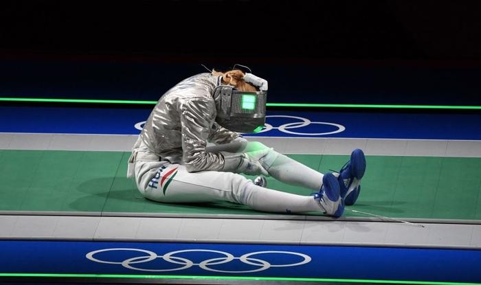 Nữ kiếm thủ Argentina được huấn luyện viên cầu hôn trên sóng truyền hình, ngay sau thất bại tại Olympic Tokyo 2020 - Ảnh 3.