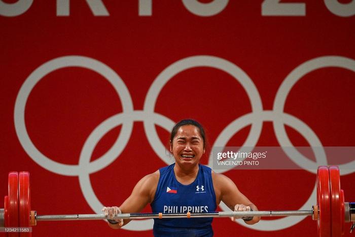 Hidilyn Diaz mang về tấm HCV lịch sử cho thể thao Philippines - Ảnh 3.