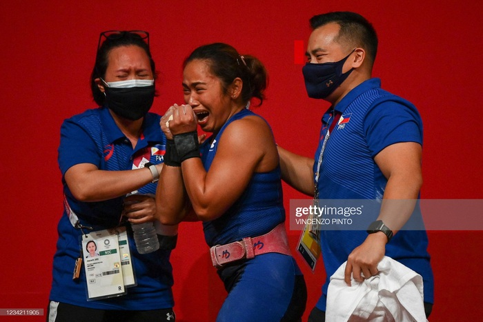 Hidilyn Diaz mang về tấm HCV lịch sử cho thể thao Philippines - Ảnh 4.