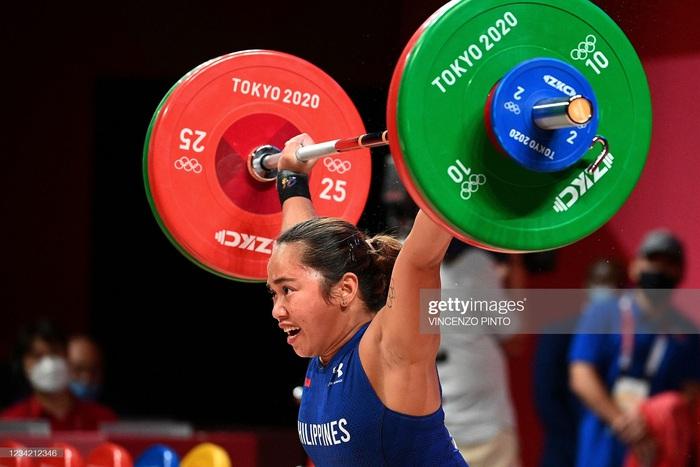 Hidilyn Diaz mang về tấm HCV lịch sử cho thể thao Philippines - Ảnh 1.