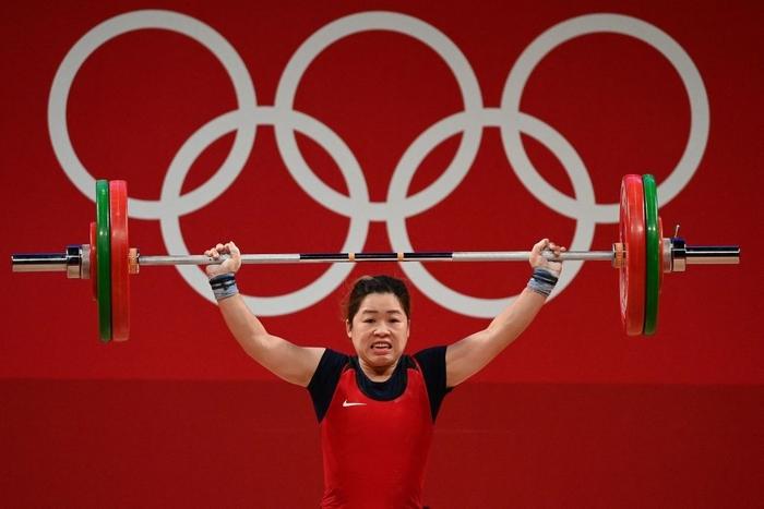 Xúc động khoảnh khắc Hoàng Thị Duyên vẫy tay chào tạm biệt giấc mơ Olympic Tokyo 2020 - Ảnh 4.