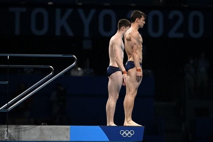 Cặp nam thần của Vương quốc Anh nghẹt thở giành HCV tại Olympic: Mỗi khi đứng chung tạo ra khoảnh khắc có rất nhiều múi - Ảnh 2.