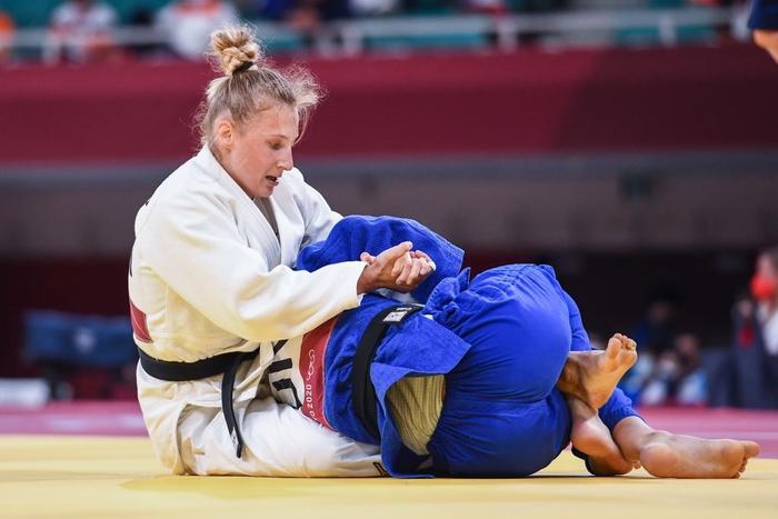 HLV Judo thẳng tay tát mạnh 2 cái vào mặt nữ học trò ngay tại Olympic, không ai còn chỉ trích khi biết lý do thực sự - Ảnh 3.