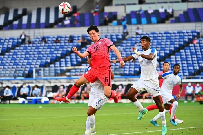 Đội bóng quê hương thầy Park hủy diệt đối thủ cạnh tranh 6-0, vào tứ kết Olympic ở ngôi đầu bảng - Ảnh 6.