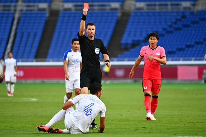 Đội bóng quê hương thầy Park hủy diệt đối thủ cạnh tranh 6-0, vào tứ kết Olympic ở ngôi đầu bảng - Ảnh 4.