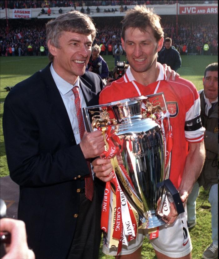 Đội hình 11 đội trưởng xuất sắc nhất mọi thời đại của Ngoại hạng Anh do cổ động viên bình chọn - Ảnh 3.