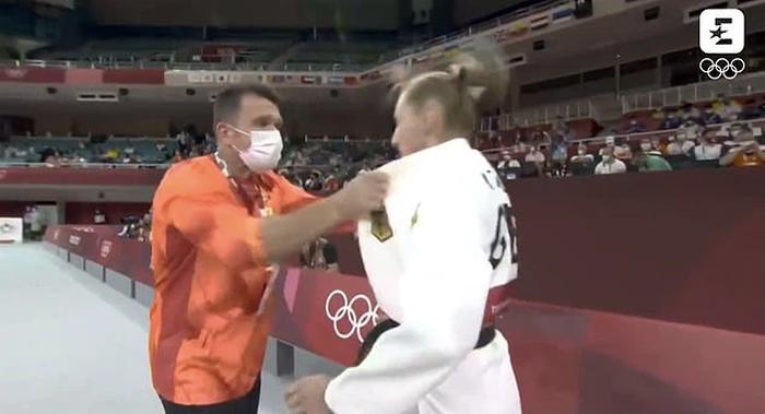 Liên đoàn Judo quốc tế quyết định cảnh cáo vị HLV tát học trò tại Olympic, khẳng định đây là hành vi không thể dung thứ - Ảnh 2.