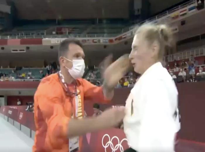 Liên đoàn Judo quốc tế quyết định cảnh cáo vị HLV tát học trò tại Olympic, khẳng định đây là hành vi không thể dung thứ - Ảnh 3.