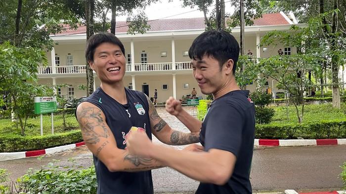 Xuân Trường rủ ngoại binh Hàn Quốc đánh nhau không?, tái hiện màn tranh cãi nảy lửa ở V.League - Ảnh 2.