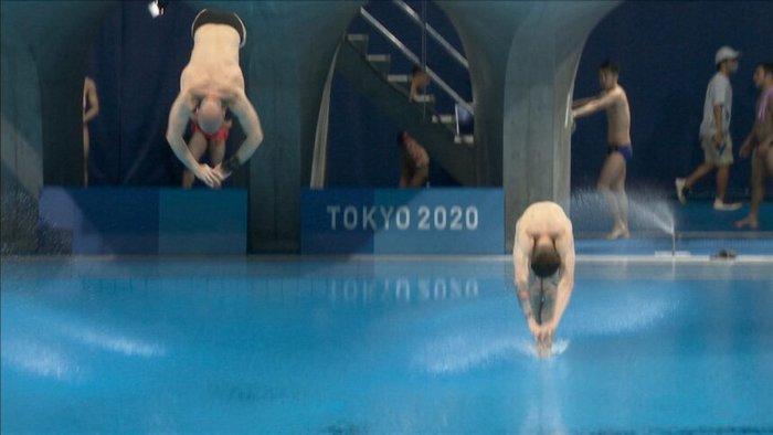 Clip: Pha nhảy cầu thảm họa nhất Olympic, mang về 11 điểm 0 cho 2 vận động viên - Ảnh 2.