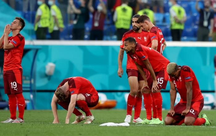 Cầu thủ Thụy Sĩ suy sụp, bật khóc nức nở sau thất bại nghiệt ngã trước Tây Ban Nha - Ảnh 2.
