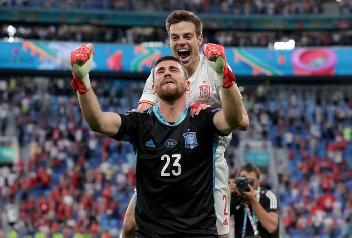 Cầu thủ Thụy Sĩ suy sụp, bật khóc nức nở sau thất bại nghiệt ngã trước Tây Ban Nha - Ảnh 9.