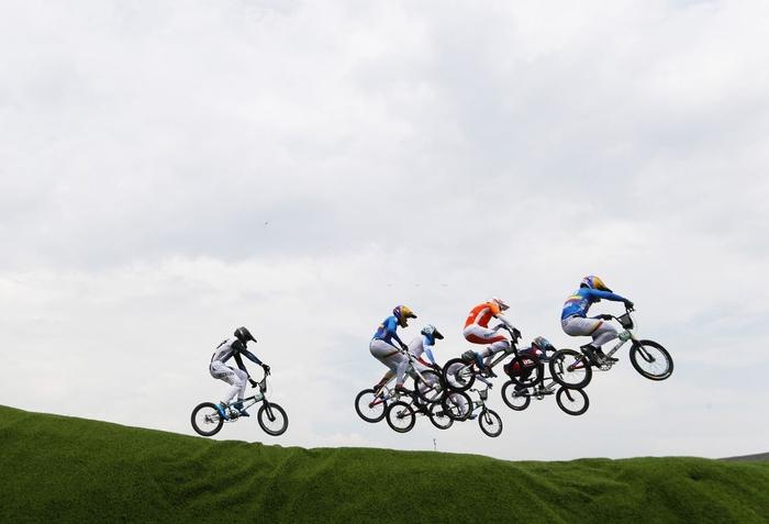 Kinh hoàng khoảnh khắc tay đua BMX bị đồng nghiệp chèn qua người, phải nhập viện khẩn cấp ở Olympic 2020 - ảnh 1
