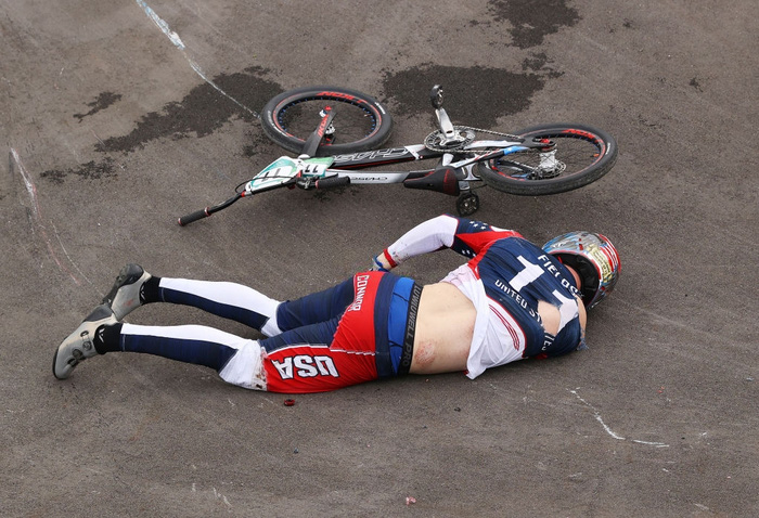 Kinh hoàng khoảnh khắc tay đua BMX bị đồng nghiệp chèn qua người, phải nhập viện khẩn cấp ở Olympic 2020 - ảnh 3