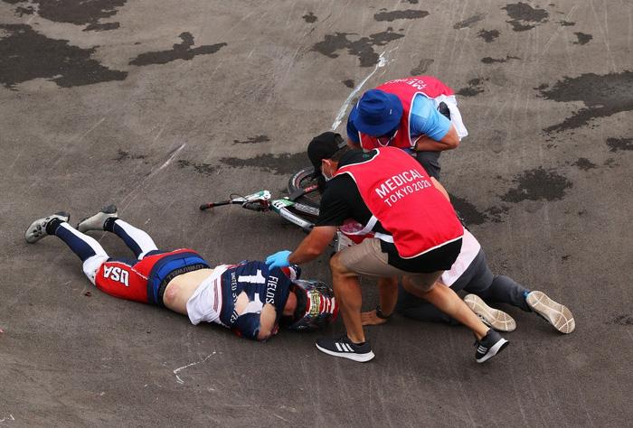 Kinh hoàng khoảnh khắc tay đua BMX bị đồng nghiệp chèn qua người, phải nhập viện khẩn cấp ở Olympic 2020 - ảnh 4