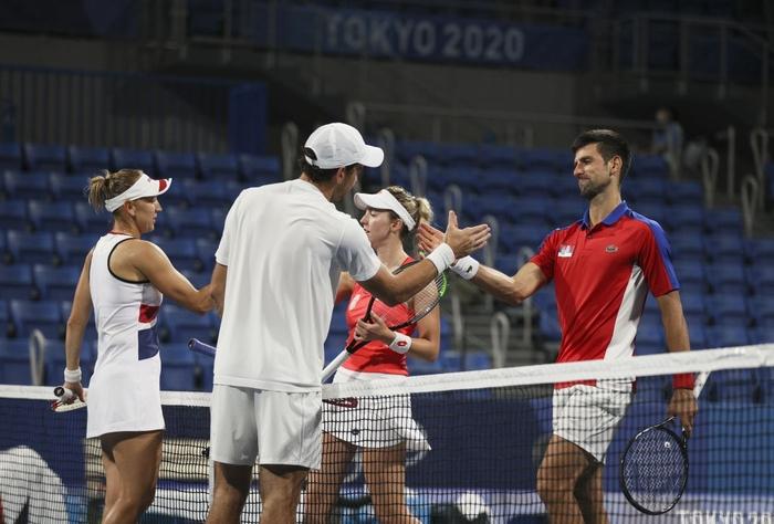 Thua hai trận liên tiếp, Djokovic tan mộng cú đúp vàng chỉ trong một buổi tối - Ảnh 7.