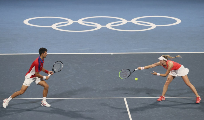 Thua hai trận liên tiếp, Djokovic tan mộng cú đúp vàng chỉ trong một buổi tối - Ảnh 4.