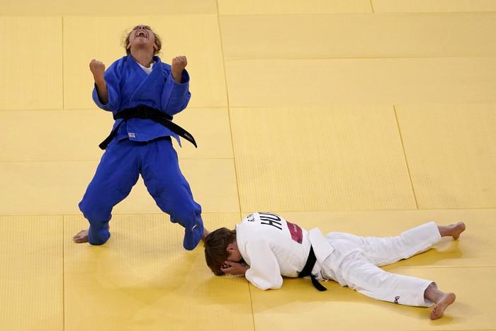 Những khoảnh khắc trào nước mắt của người chiến thắng, kẻ chiến bại tại Olympic Tokyo 2020 - ảnh 1