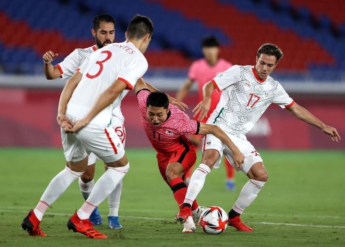 Olympic Hàn Quốc thảm bại 3-6, rơi nước mắt chia tay Thế vận hội Tokyo - ảnh 10