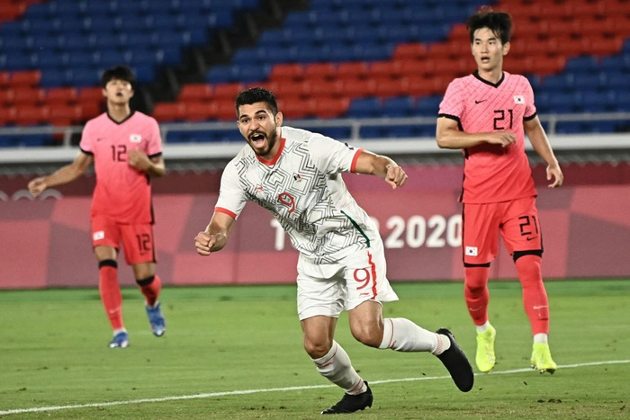 Olympic Hàn Quốc thảm bại 3-6, rơi nước mắt chia tay Thế vận hội Tokyo - ảnh 2