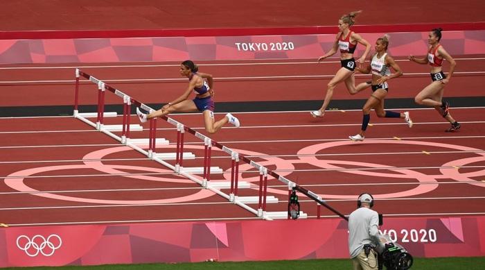 2 VĐV bị loại vì phạm quy, Quách Thị Lan giành vé vào bán kết 400m vượt rào nữ Olympic Tokyo 2020 - Ảnh 4.
