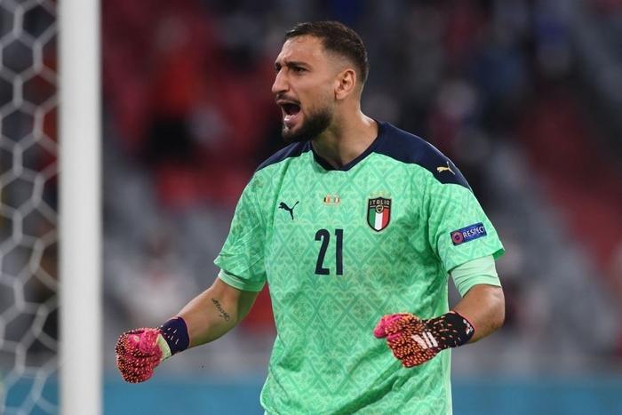 Choáng với chiếc găng tay có hơn 280 chiếc gai của thủ môn tuyển Ý tại Euro 2020 - Ảnh 1.