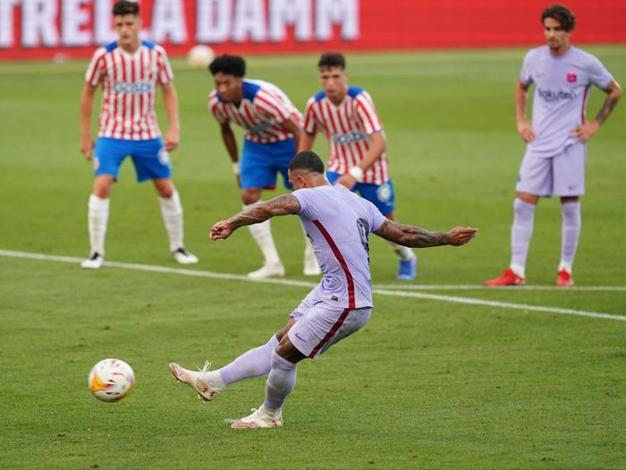 Depay xử lý đẳng cấp, ghi 2 bàn trong 2 trận đầu tiên ở Barcelona - Ảnh 4.