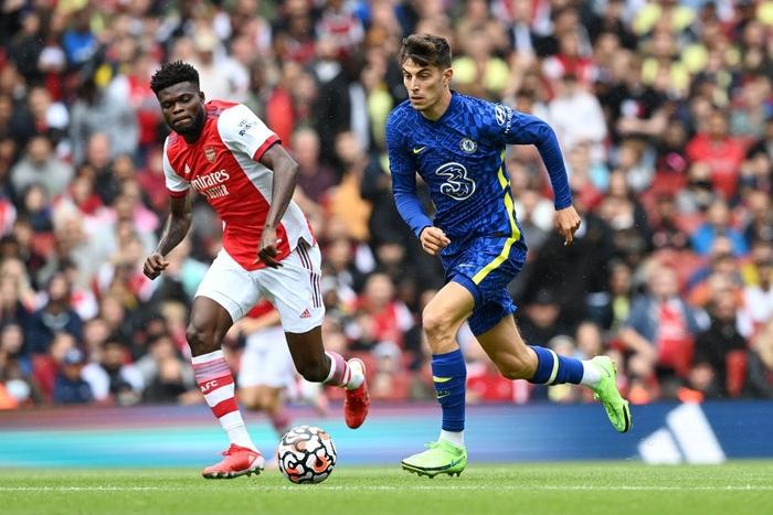 """Arsenal 1-2 Chelsea: The Blues phung phí cơ hội, sao """"Pháo thủ"""" mắc sai lầm ngớ ngẩn  - Ảnh 1."""