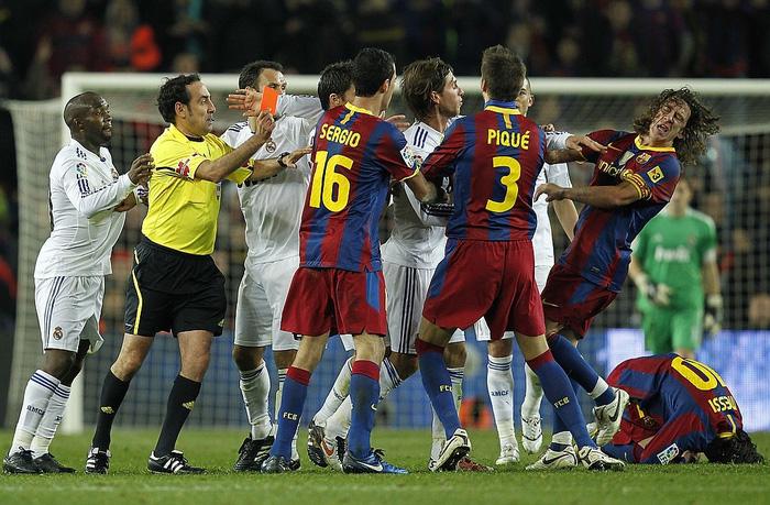 Từng hăng hái phạm lỗi với Messi ác liệt nhất,