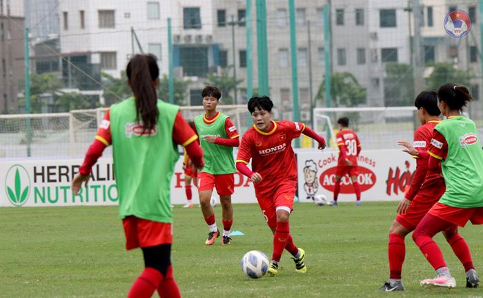 """Tuyển nữ Việt Nam vất vả tìm """"quân xanh"""" chuẩn bị cho vòng loại Asian Cup 2022 - Ảnh 2."""