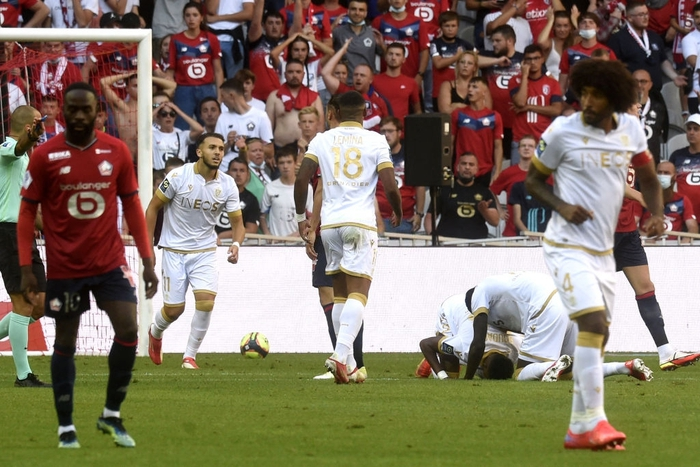 """Shock: defending champion France Lille """"drying clothes"""" 4 goals did not remove at home - Photo 5."""