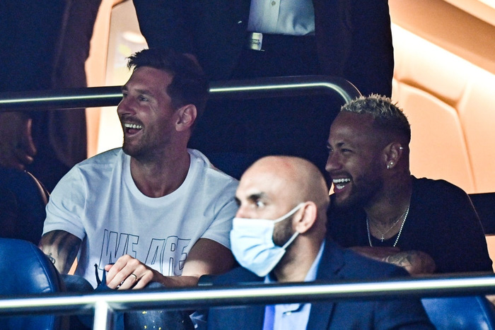 Seeing his new teammates win the match definitely makes Messi very happy
