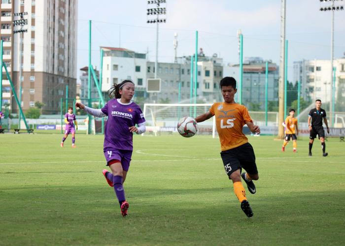Huynh Nhu scored, the Vietnamese women's team drew with U15 men's Futsal Thai Son Bac - Photo 1.