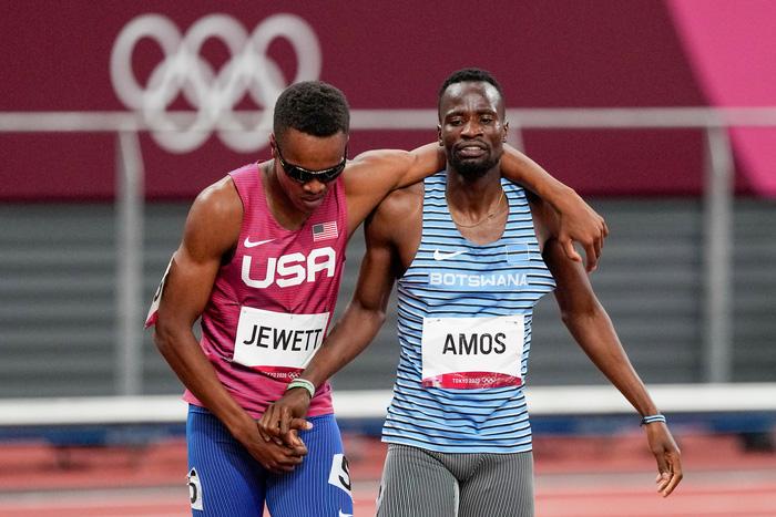 Tự dưng mất oan phần thi vì cú ngã của đối thủ, VĐV Olympic có hành động bất ngờ khiến tất cả cảm phục - Ảnh 5.