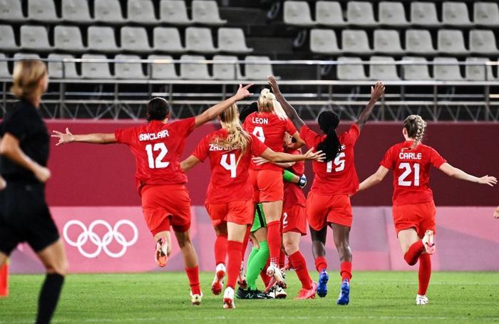 VAR vào cuộc, nữ Canada nhọc nhằn vượt qua Mỹ với tỷ số tối thiểu 1-0 để giành vé vào chơi trận chung kết - Ảnh 6.