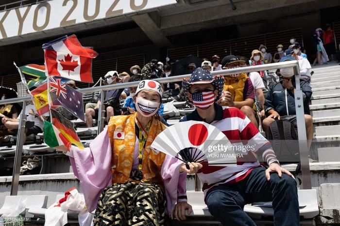 Siêu fan Nhật Bản 30 năm dự không sót kỳ Olympic nào, quyết tâm biến nhà thành nhà thi đấu - Ảnh 4.