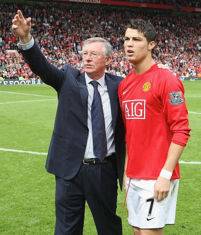 Fan MU căm hận, đòi tẩy chay Ronaldo vì sắp chuyển sang đá cho Man City - Ảnh 2.
