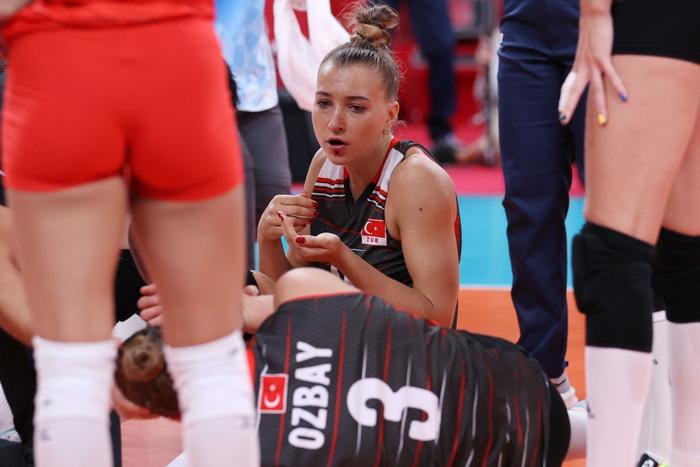 Nữ VĐV Olympic như ăn trầu khi mừng chiến thắng, nguyên nhân đằng sau khiến người xem bủn rủn chân tay - Ảnh 6.