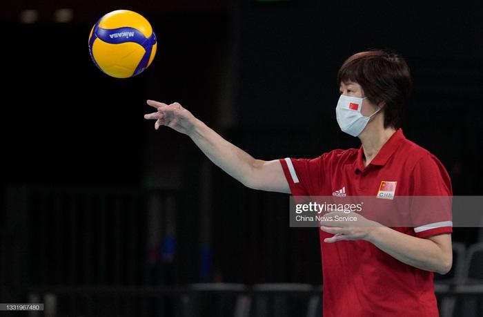 VĐV Trung Quốc khóc như mưa, cúi rạp người chia tay HLV huyền thoại ở Olympic Tokyo 2020 - Ảnh 6.
