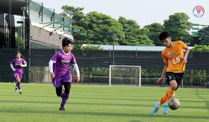 """Không có trận đấu giao hữu quốc tế, đội tuyển nữ tăng cường thi đấu với """"quân xanh"""" tại Việt Nam - Ảnh 1."""