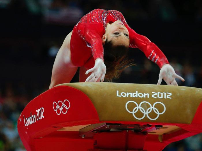 Nhà vô địch Olympic tiết lộ bí mật gây chấn động thể thao Mỹ - Ảnh 3.