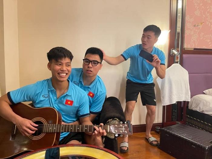 ĐT Việt Nam vừa hội quân, Đức Huy cùng Xuân Trường, Văn Thanh cùng dàn dựng màn sống ảo khiến fan cười lăn - Ảnh 3.